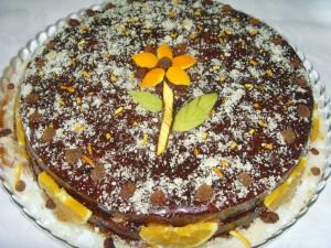 Постный шоколадный торт с апельсинами и орехами