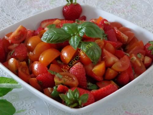Legkij-salat-iz-klubniki-i-pomidor