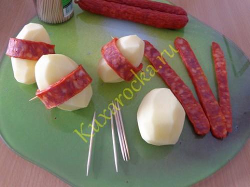 svinaya-grudinka-zapechennaya-s-kartofelem-i-yablokami