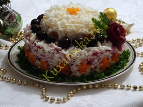seld-pod-shuboj-s-yablokom-krasivaya-podacha