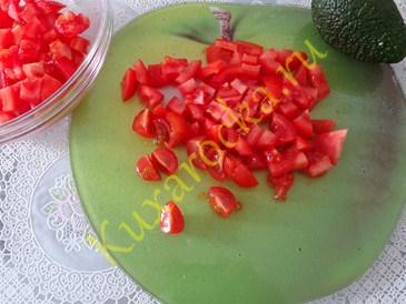 vkusnyj-porcionnyj-salat-s-krevetkami-i-avokado