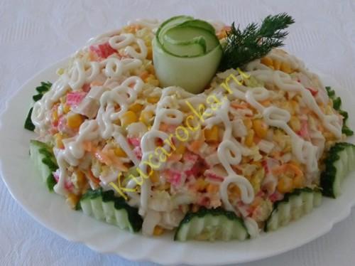 prazdnichnyj-krabovyj-salat-s-kapustoj-pekinskoj