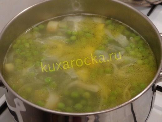 Вливаем куриный или овощной бульон